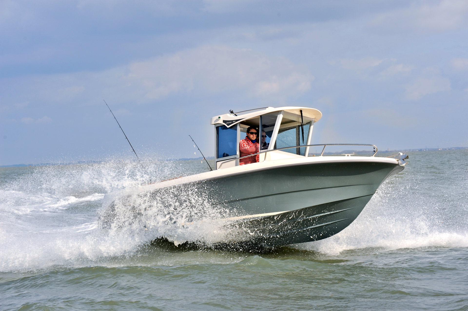 bateau  u00e0 moteur ocqueteau ostrea 600 hors-bord