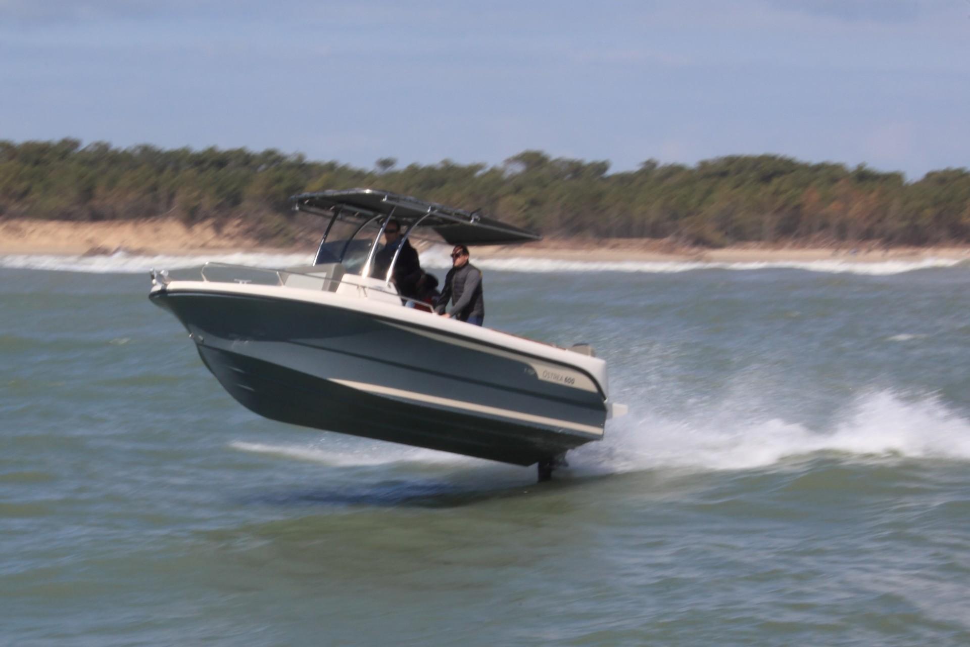 bateau a moteur vitesse