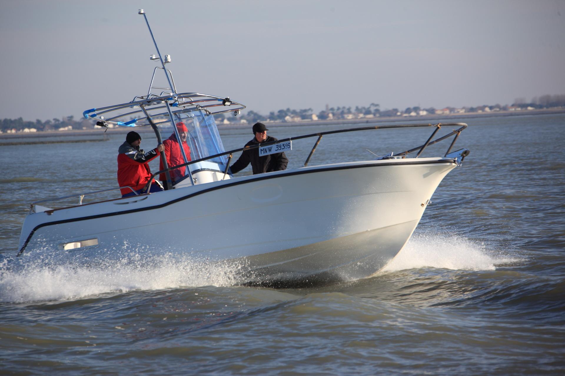 bateau de peche professionnel a vendre