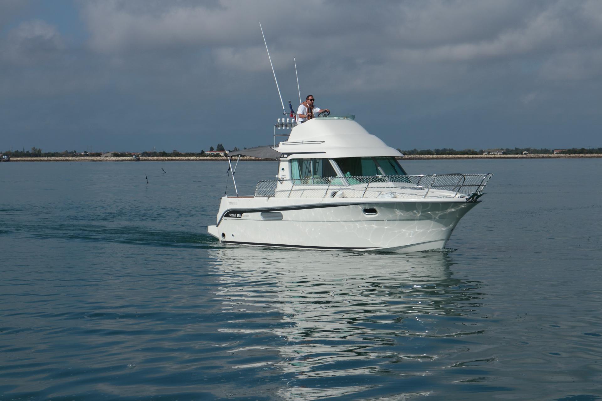 bateau a moteur ocqueteau