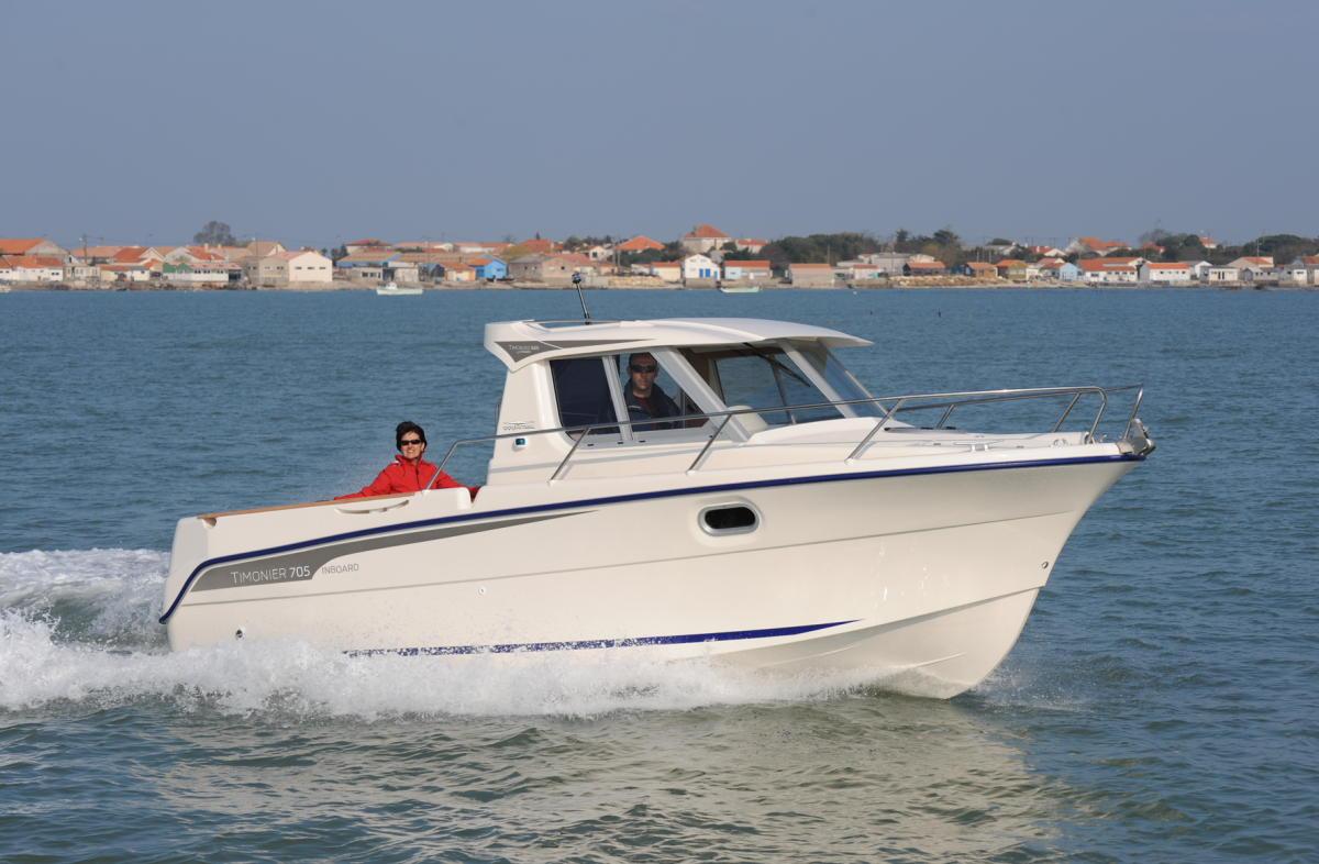 bateau de peche a moteur d'occasion